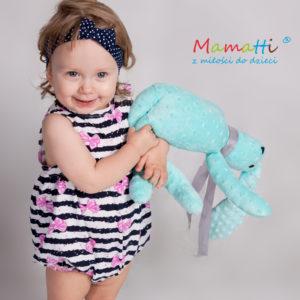 Stylowe ubranka na dziewczynkę i chłopca od 0 miesięcy do 12 miesięcy i od roczku do 3 lat. Rampersy, body, krótki rękaw na wczasy latem. Granatowo białe z czerwoną kokardką z mamatti.