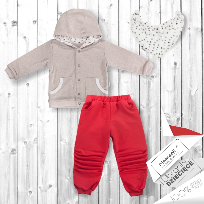 Modny niemowlak, bluza dresowa ze spodniamo od polskiego producenta odzieży niemowlęcej.